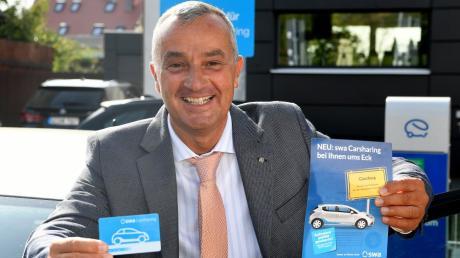 Oberbürgermeister Gerhard Jauernig freut sich über den Start des Carsharings in Günzburg.