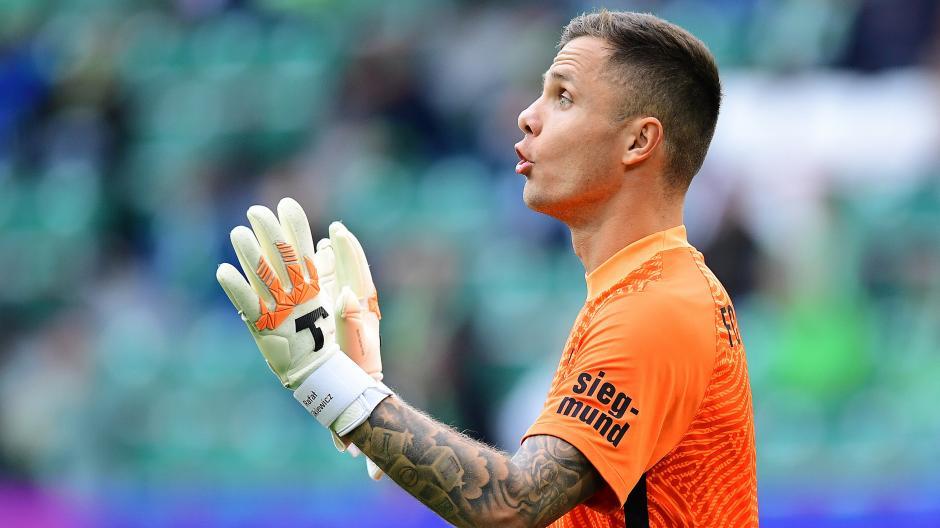 Rafal Gikiewicz hat bisher im Tor des FC Augsburg eine starke Leistung gezeigt.