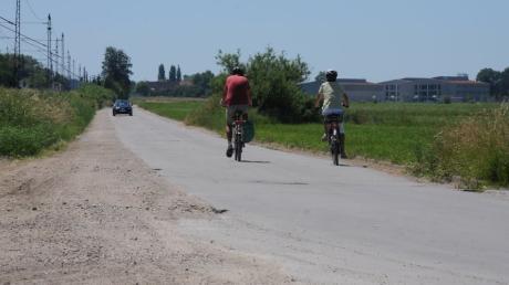 Wird die Dammstraße in Diedorf zur Fahrradstraße? Diese Frage ist noch ungeklärt. Dafür weiß die Marktgemeinde jetzt, wo sie für Radfahrer nachbessern muss.