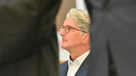 Der unter anderem wegen Betrugs angeklagte langjährige Audi-Chef Rupert Stadler steht vor dem Landgericht München.