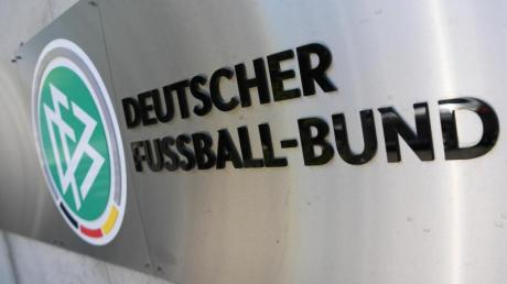 Wegen des Verdachts der Steuerhinterziehung wurden die Geschäftsräume des Deutschen Fußball-Bundes (DFB) sowie Privatwohnungen von DFB-Verantwortlichen durchsucht.