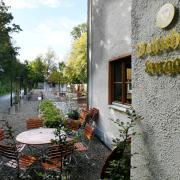 Das Bahnhöfle am alten Horgauer Bahnhof ist eröffnet. Zu dem Wirtshaus gehört auch ein Biergarten.