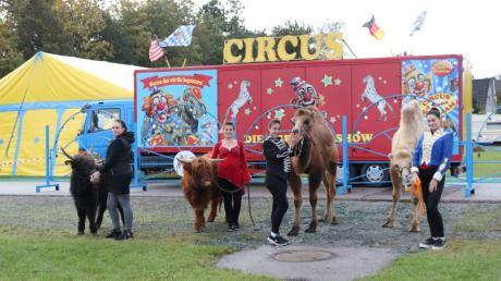 Familie William mit Tieren auf dem Festplatz in Klosterlechfeld.