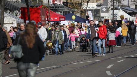 Der Marktsonntag in Lechhausen zieht regelmäßig viele Menschen an. In diesem Jahr wird man allerdings nicht auf der Straße flanieren können.