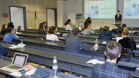 Während Augsburgs Hochschul-Studenten vergangenen Oktober noch Präsenzvorlesungen besuchen konnten, wurde nun komplett auf ein digitales Semester umgestellt.
