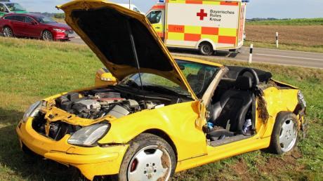 Ein 22 Jahre alter Autofahrer ist bei einem Unfall in Tiefenbach schwer verletzt worden.