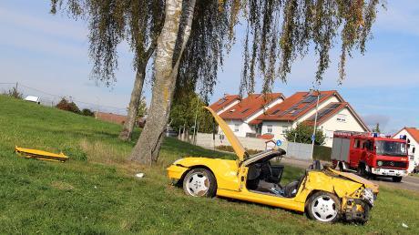 Bei einem Unfall in Tiefenbach ist am Freitag ein 22 Jahre alter Fahrer schwer verletzt worden. Die Polizei geht von einem illegalen Rennen aus.