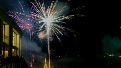 Nach der kurzfristigen Absage des geplanten Feuerwerks beim Fetzer-See ist der Frust der Beteiligten groß.