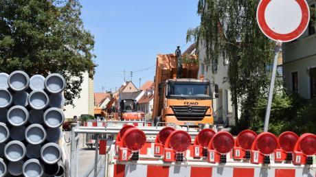 Die Sperrung der Haupt- und Donauwörther Straße in Buttenwiesen  wird bis voraussichtlich Mittwoch, 23. Dezember, verlängert. Das teilte nun das Landratsamt mit.