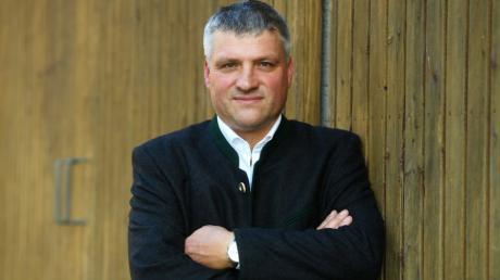 Im Augsburger Land ist Markus Brem bekannt als Kommunalpolitiker für die Freien Wähler, Landwirt und Unternehmensberater.