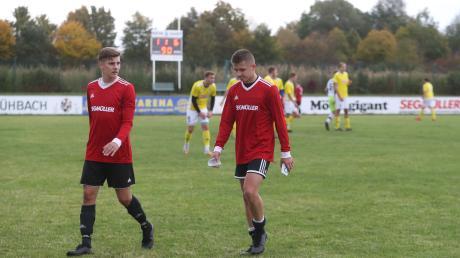 Marcel Pietruska (links) und Kevin Makowski beide TSV Friedberg gehen geschlagen vom Feld
