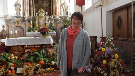 Maria Fendt ist die neue Pfarrhelferin in der Pfarreiengemeinschaft Stauden. Das Bild zeigt sie in der Kirche St. Alban in Walkertshofen.