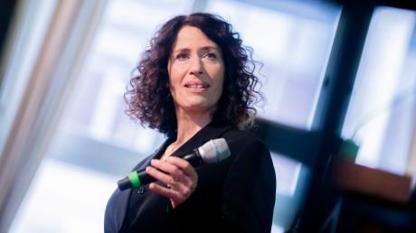 Ohne eigenes Auto, sagt sie, sei ihr Alltag nicht stressiger: Die grüne Spitzenkandidatin für die Berlin-Wahl im September, Bettina Jarasch.