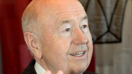 Der ehemalige SPD-Stadtrat Josef Minnich – hier bei seiner Vereidigung – ist gestorben.