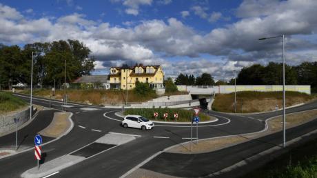 Für die Erneuerung der Langweider Bahnunterführung mit Kreisverkehr erhält die Gemeinde einen hohen Zuschuss.