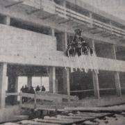 Die Schule in Merching wird 50 Jahre alt: Richtfest in der Merchinger Verbandsschule.