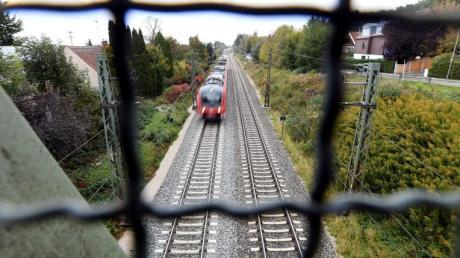 Die Bahnhöfe Westheim und Neusäß liegen an der Bahnstrecke Augsburg-Ulm, die ausgebaut werden soll.