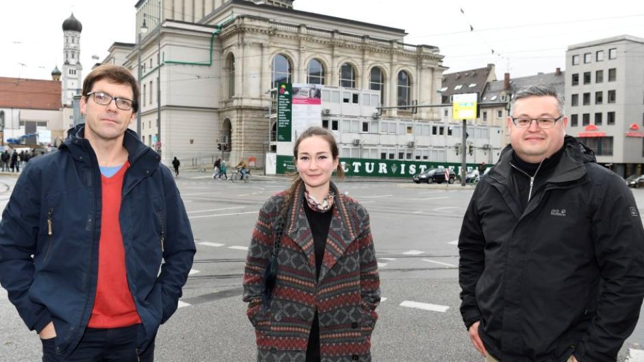 Die Initiatoren des Theaterbegehrens fordern einen Bau- und Planungsstopp: (von links)  Tobias Bevc, Anna Xenia Weingart und Alexander Süßmair.