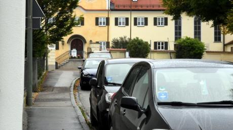 Immer wieder kommt es zu Beschwerden über zu wenig Parkplätze in der Dinkelscherber Ortsmitte.