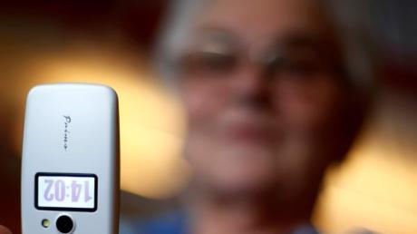 Ein unbekannter  Anrufer hat versucht, eine 83-jährige Lauingerin übers Ohr zu hauen.