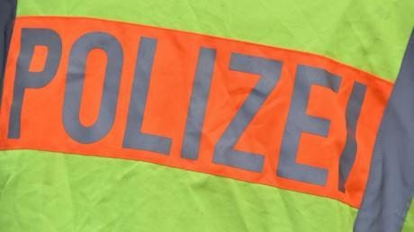 Die Polizei sucht nach Zeugen, um eine Fahrerflucht in Wehringen zu klären.