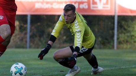 """Torwart Nico Purtscher im Einsatz für den Regionalligisten TSV Aubstadt: """"Mit weißen Schuhen sieht es immer so aus, als würdest du kicken können."""""""