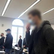 Der Prozess um den tödlichen Schlag am Königsplatz in Augsburg hat am Dienstag begonnen. Die Angeklagten kamen am ersten Verhandlungstag zu Wort.