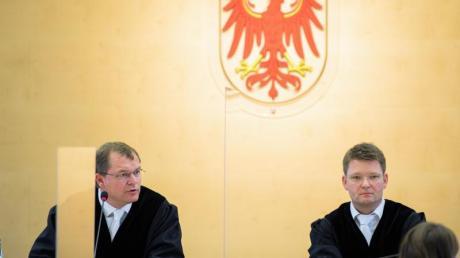 Markus Möller (l.), Präsident des Brandenburger Verfassungsgerichtes, und der Vizepräsident Michael Strauß.