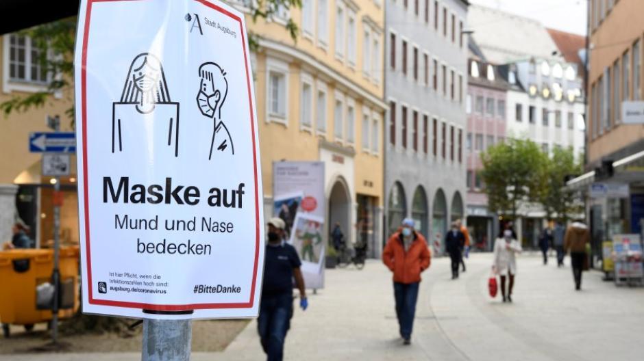 In der Fußgängerzone in Augsburg gilt bereits jetzt eine Maskenpflicht wegen Corona. Werden jetzt die Regelungen weiter verschärft?