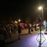 Ungefähr 100 Zuhörer kamen am Mittwoch auf den Königsbrunner Marktplatz.
