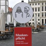 Neben einer ausgeweiteten Maskenpflicht kommen auf Augsburger weitere neue Corona-Regeln zu.