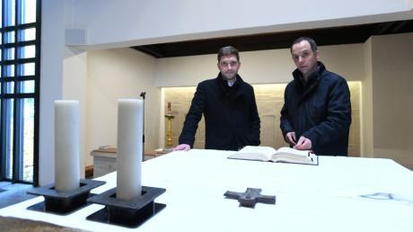 Pfarrerpraktikant Anton Wölfl (links) unterstützt Pfarrer Martin Gall in den kommenden 14 Monaten in der Pfarrei Dinkelscherben.