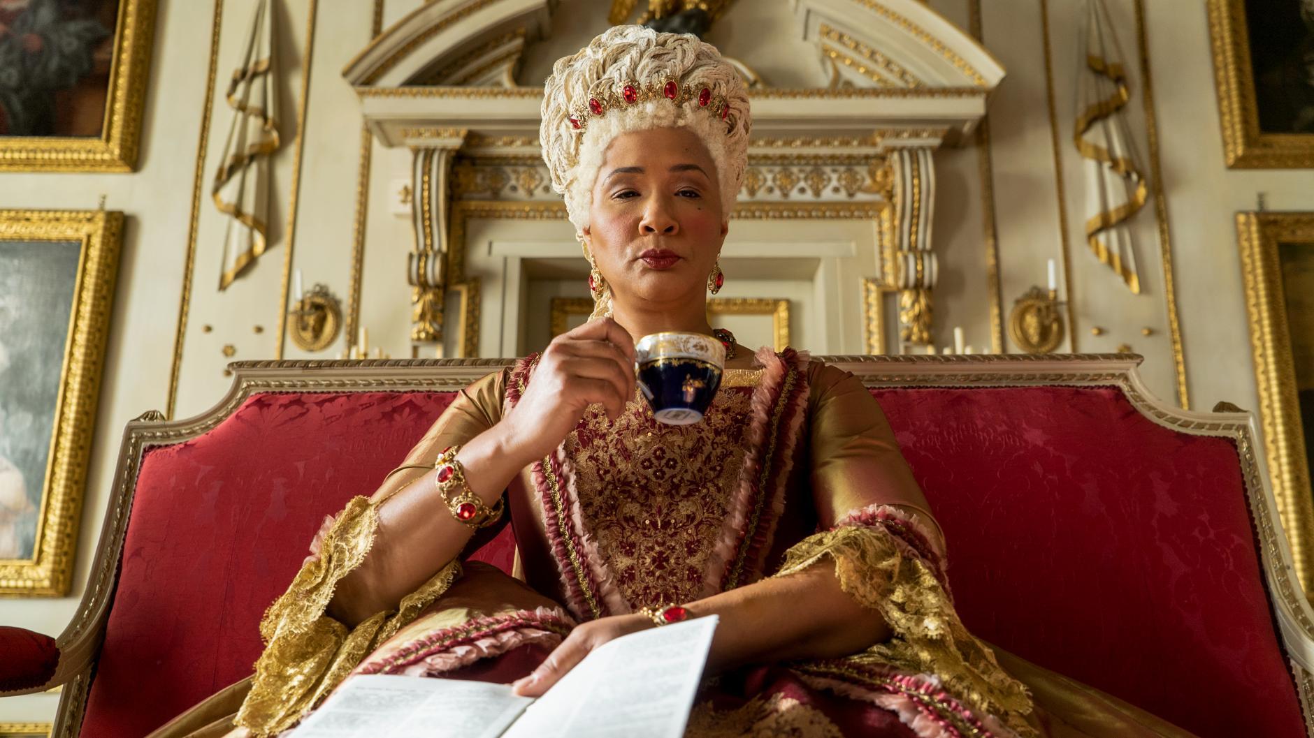 """Английская королева. Кадр из фильма """"Бриджертоны""""."""