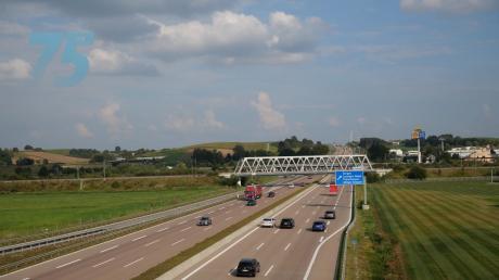 Die Autobahn A8 führt einmal quer durch die Region. Sie prägt sie wie keine andere Straße.