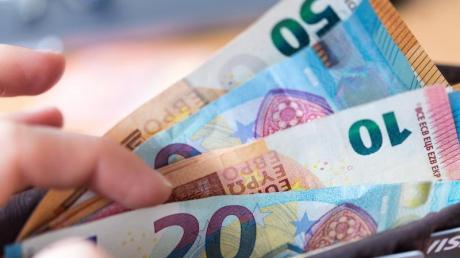 Ein Unbekannter hat in Altenstadt Geld aus einem gefundenen Portemonnaie genommen.