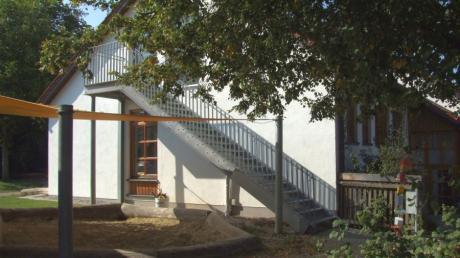 Die Kindertagesstätte St. Fridolin in Ustersbach leidet unter Raumnot. Derzeit sind sogar Container aufgestellt, um die Betreuung zu garantieren. Für den Kita-Neubau hat der Gemeinderat den Platzbedarf nun massiv erhöht.