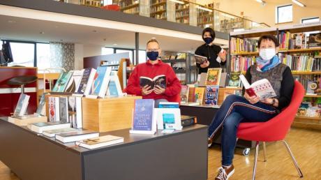 Das bisherige erfolgreiche Konzept für die Bücherei in Graben wurde weiterentwickelt,  damit (von links) Thomas Heinrich, Susanne Adler und Christine Knoller insbesondere mehr Wohlfühlatmosphäre schaffen können.