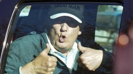 Donald Trump war einmal wieder beim Golfen. Trump erkennt seine Wahlniederlage gegen Joe Biden nicht an. Er sieht sich weiter als Opfer systematischen Wahlbetrugs.