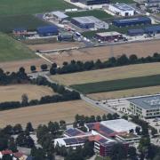 Nördlich angrenzend an das Schulzentrum in Neusäß könnte ein neues Element entstehen: ein Haus der Bildung mit verschiedenen Nutzungen. Unter anderem könnte die Volkshochschule profitieren.