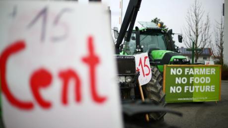Bauern starteten am Mittwoch eine Protestaktion - auch in der Region. Das Bild wurde in Neu-Ulm aufgenommen.