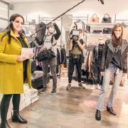 Wird Sandra Maresch (rechts) aus Augsburg die Shopping Queen der nächsten Staffel? Ihre Freundin Petra Findeisen (links) steht ihr als Modeberaterin zur Seite.
