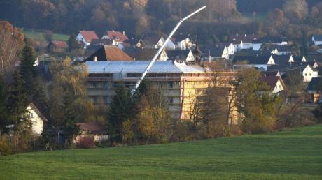 Staudenschloss Mickhausen: Die Sanierung der Dachtragwerke hat begonnen.