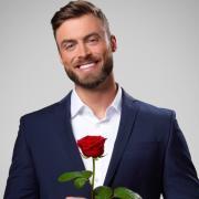 """Niko Griesert: Das ist der neue Bachelor 2021 bei RTL. Der Mann aus Osnabrück ist die Hauptperson in """"Der Bachelor 2021"""" und wird in der Show sein Liebesglück suchen - wegen der Pandemie in Deutschland."""