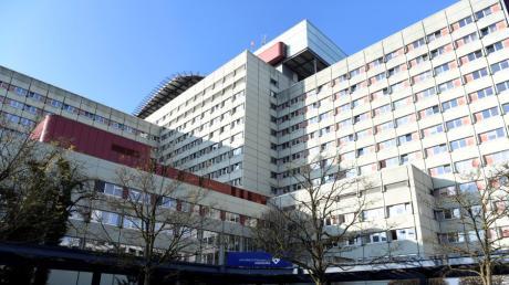 Am Uniklinikum in Augsburg liegen aktuell um die 130 Corona-Patienten. In den kommenden Wochen dürfte die Zahl steigen.