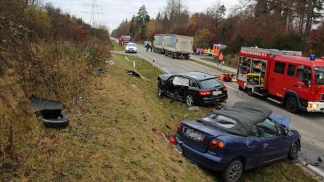 Bei einem Unfall auf der Staatsstraße zwischen Breitenthal und Rennertshofen kam ein Autofahrer ums Leben.