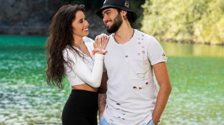 """Siria und Davide nehmen als Kandidaten bei der """"#CoupleChallenge"""" teil. Alles Wichtige über die Teilnehmer erfahren Sie her."""