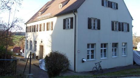 Der externe Neubau eines Heizverbundes für Kindertagesstätte und Schule in Mickhausen gehört der Vergangenheit an. Der Gemeinderat hob den bisherigen Beschluss auf und votierte mehrheitlich, die Wärmeversorgungsanlage in der Alten Schule Bild unterzubringen.