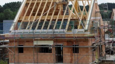 In Autenried entsteht ein neues Baugebiet. 2022 sollen die ersten Bauplätze verkauft werden. Dann könnte mit dem Hausbau losgelegt werden.
