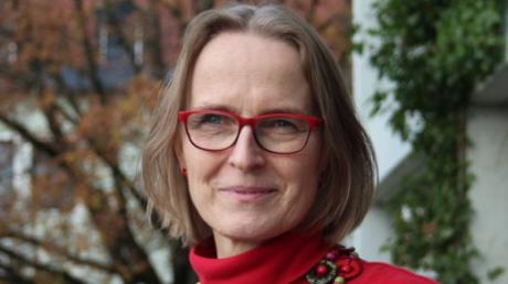 Dr. Kirsten Höper, 54, ist vorübergehend neue Leiterin des Gesundheitsamtes Aichach-Friedberg. Sie trat die Nachfolge von Dr. Friedrich Pürner an, der zuvor ans Landesamt für Gesundheit und Lebensmittelsicherheit versetzt worden war.