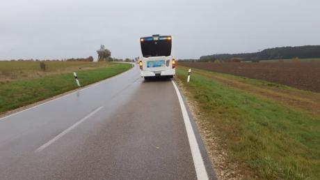 Dieser Bus war Ende Oktober in einen Auffahrunfall bei Kühbach verwickelt. Der Busunternehmer brachte die betroffenen Schüler anschließend in ihre Schulen nach Schrobenhausen.